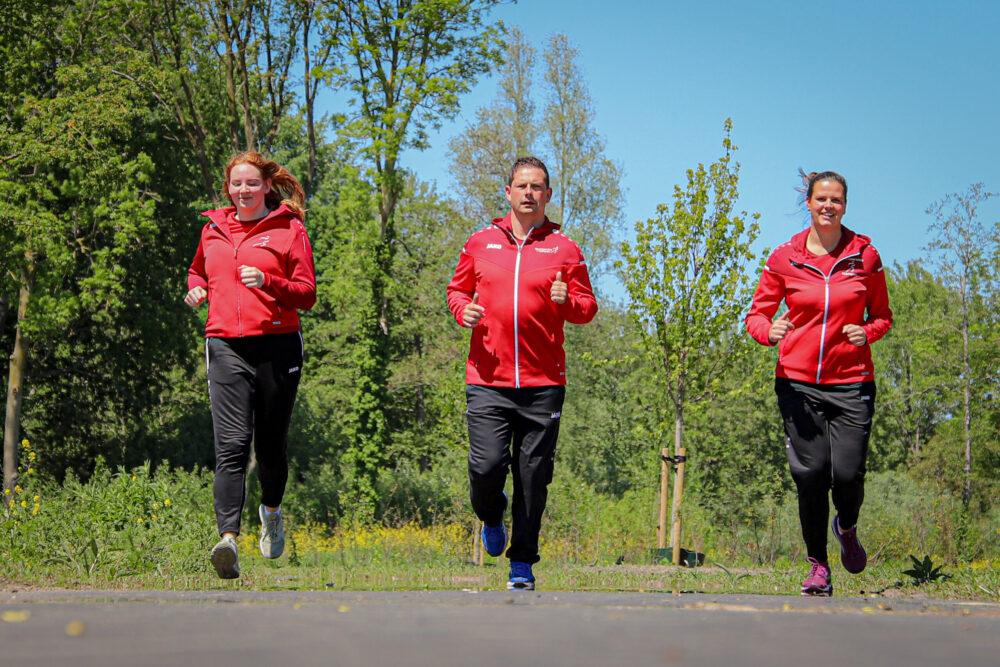 Buurtsportcoaches hardlopen buiten in het Groene Hart